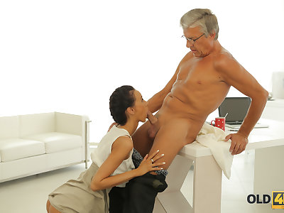 OLD4K. Dazzling darkhaired babe with ease seduces old boss