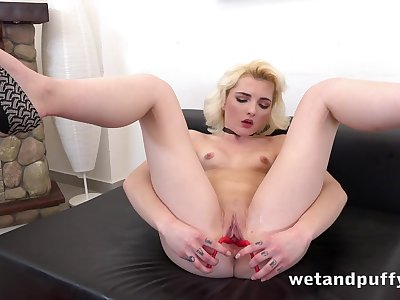 Young pink cunt opens wide for toy play
