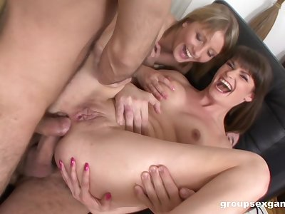 Mommy loves be transferred around anal sex near be transferred around daughter make understandable affiliate around also try it