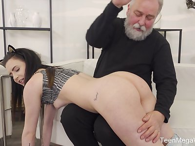 Old guy gets lucky and sticks his prick in gungy cunt of Caroline Mann